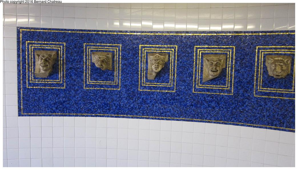 (300k, 1044x595)<br><b>Country:</b> United States<br><b>City:</b> New York<br><b>System:</b> New York City Transit<br><b>Line:</b> IRT Brooklyn Line<br><b>Location:</b> Eastern Parkway/Brooklyn Museum<br><b>Photo by:</b> Bernard Chatreau<br><b>Date:</b> 4/14/2011<br><b>Viewed (this week/total):</b> 1 / 1176