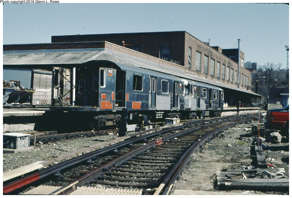 (396k, 984x668)<br><b>Country:</b> United States<br><b>City:</b> New York<br><b>System:</b> New York City Transit<br><b>Location:</b> 207th Street Yard<br><b>Car:</b> R-62 (Kawasaki, 1983-1985) 1435, 1439 <br><b>Photo by:</b> Glenn L. Rowe<br><b>Date:</b> 3/19/2001<br><b>Notes:</b> Scrapping.<br><b>Viewed (this week/total):</b> 2 / 4305