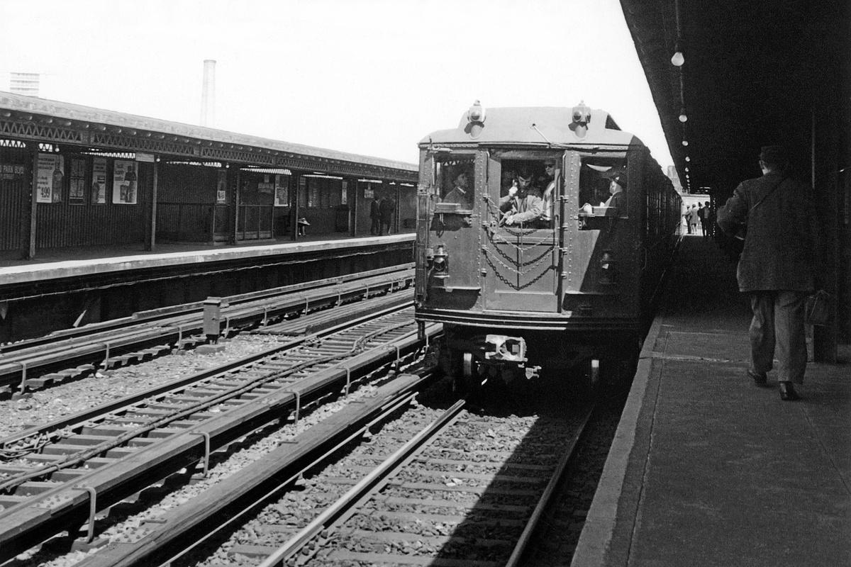 (405k, 1200x800)<br><b>Country:</b> United States<br><b>City:</b> New York<br><b>System:</b> New York City Transit<br><b>Line:</b> IRT Woodlawn Line<br><b>Location:</b> Bedford Park Boulevard<br><b>Route:</b> Fan Trip<br><b>Car:</b> Low-V (Museum Train)  <br><b>Collection of:</b> David Pirmann<br><b>Date:</b> 4/6/1968<br><b>Viewed (this week/total):</b> 0 / 1064
