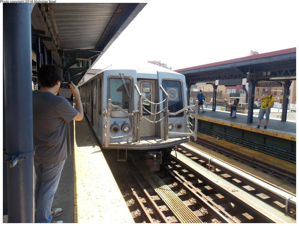 (373k, 1044x788)<br><b>Country:</b> United States<br><b>City:</b> New York<br><b>System:</b> New York City Transit<br><b>Line:</b> BMT Brighton Line<br><b>Location:</b> Brighton Beach<br><b>Route:</b> Museum Train Service<br><b>Car:</b> R-40 (St. Louis, 1968) 4280 <br><b>Photo by:</b> Nicholas Noel<br><b>Date:</b> 6/25/2016<br><b>Notes:</b> New York Transit Museum 40th Anniv. parade of trains.<br><b>Viewed (this week/total):</b> 1 / 1133