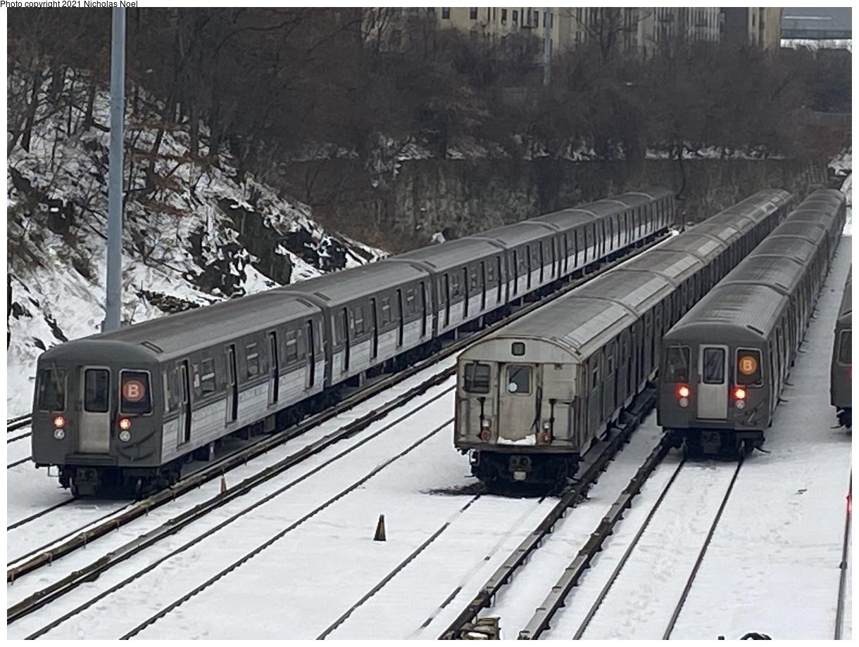 (371k, 1220x920)<br><b>Country:</b> United States<br><b>City:</b> New York<br><b>System:</b> New York City Transit<br><b>Location:</b> Concourse Yard<br><b>Car:</b> R-68/R-68A Series (Number Unknown)  <br><b>Photo by:</b> Nicholas Noel<br><b>Date:</b> 12/20/2020<br><b>Notes:</b> With a lone R-32 train<br><b>Viewed (this week/total):</b> 1 / 245