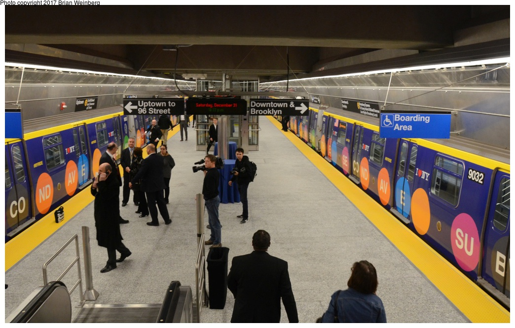 (315k, 1044x665)<br><b>Country:</b> United States<br><b>City:</b> New York<br><b>System:</b> New York City Transit<br><b>Line:</b> 2nd Avenue Subway<br><b>Location:</b> 72nd Street<br><b>Car:</b> R-160B (Option 1) (Kawasaki, 2008-2009) 9032 <br><b>Photo by:</b> Brian Weinberg<br><b>Date:</b> 12/31/2016<br><b>Notes:</b> New Year's Eve special guests only inaugural party.<br><b>Viewed (this week/total):</b> 1 / 1058