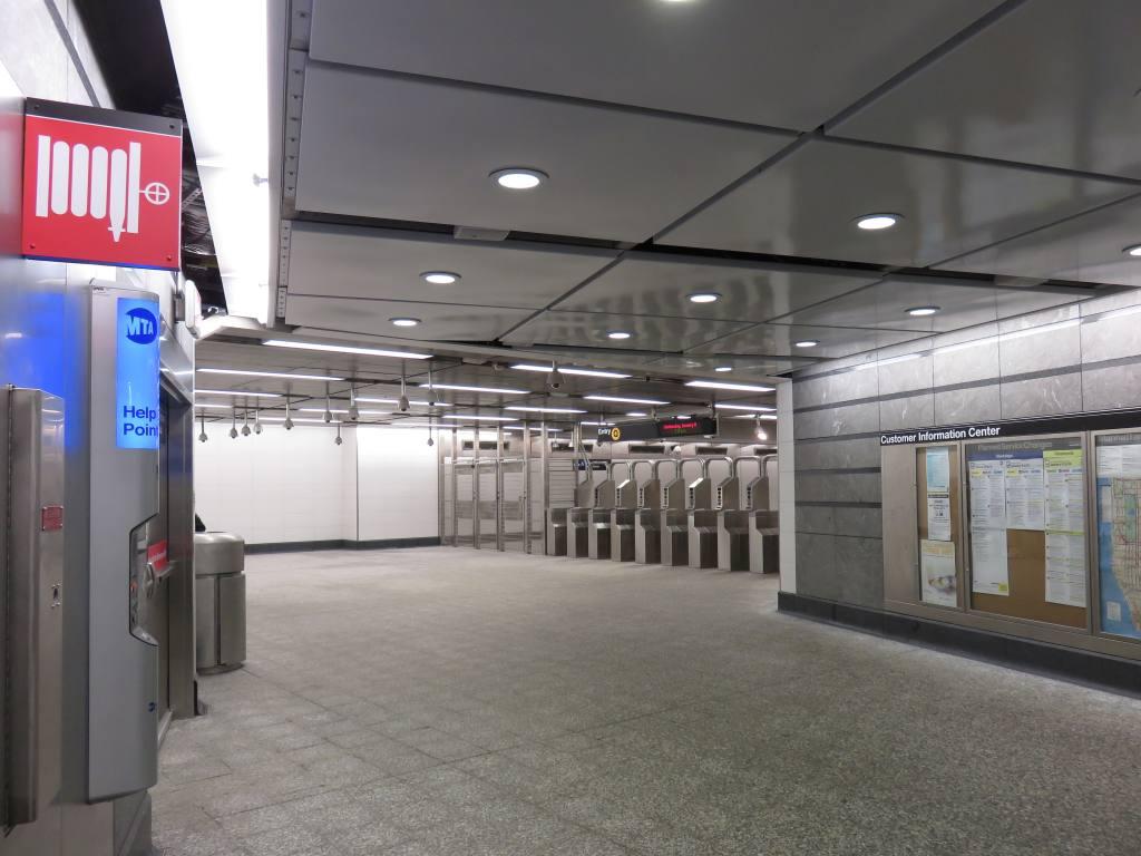 (107k, 1024x768)<br><b>Country:</b> United States<br><b>City:</b> New York<br><b>System:</b> New York City Transit<br><b>Line:</b> 2nd Avenue Subway<br><b>Location:</b> 86th Street<br><b>Photo by:</b> Robbie Rosenfeld<br><b>Date:</b> 1/11/2017<br><b>Notes:</b> Mezzanine.<br><b>Viewed (this week/total):</b> 0 / 860
