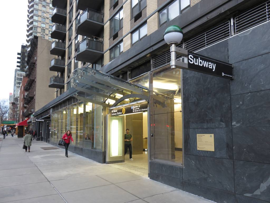 (130k, 1024x768)<br><b>Country:</b> United States<br><b>City:</b> New York<br><b>System:</b> New York City Transit<br><b>Line:</b> 2nd Avenue Subway<br><b>Location:</b> 86th Street<br><b>Photo by:</b> Robbie Rosenfeld<br><b>Date:</b> 1/12/2017<br><b>Notes:</b> Station entrance.<br><b>Viewed (this week/total):</b> 1 / 1094
