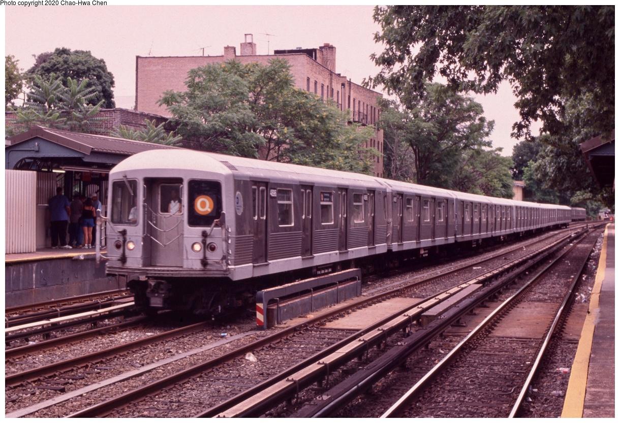 (471k, 1220x833)<br><b>Country:</b> United States<br><b>City:</b> New York<br><b>System:</b> New York City Transit<br><b>Line:</b> BMT Brighton Line<br><b>Location:</b> Avenue H<br><b>Route:</b> Q<br><b>Car:</b> R-42 (St. Louis, 1969-1970) 4896 <br><b>Photo by:</b> Chao-Hwa Chen<br><b>Date:</b> 7/12/1999<br><b>Viewed (this week/total):</b> 1 / 1430