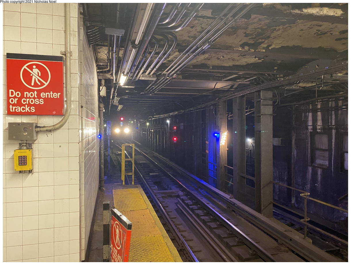 (432k, 1220x920)<br><b>Country:</b> United States<br><b>City:</b> New York<br><b>System:</b> New York City Transit<br><b>Line:</b> IND 6th Avenue Line<br><b>Location:</b> 47-50th Street/Rockefeller Center<br><b>Photo by:</b> Nicholas Noel<br><b>Date:</b> 12/20/2020<br><b>Notes:</b> F train approaching.<br><b>Viewed (this week/total):</b> 0 / 260