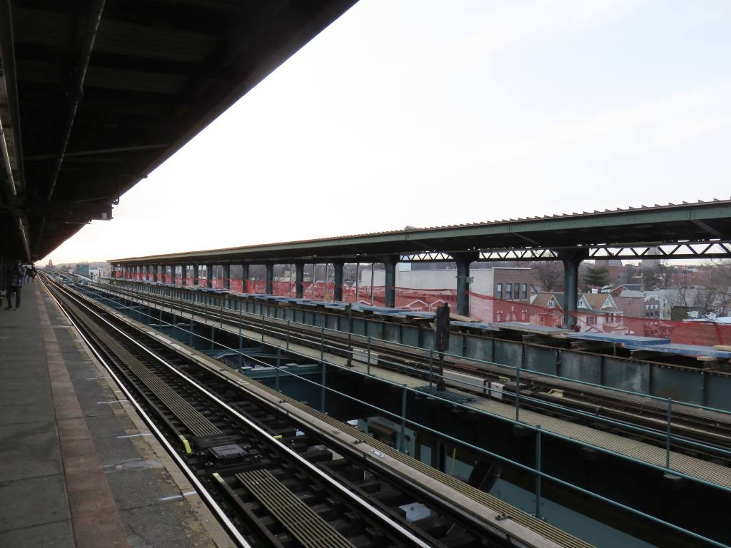 (107k, 1024x768)<br><b>Country:</b> United States<br><b>City:</b> New York<br><b>System:</b> New York City Transit<br><b>Line:</b> BMT Nassau Street-Jamaica Line<br><b>Location:</b> 121st Street<br><b>Photo by:</b> Robbie Rosenfeld<br><b>Date:</b> 2/27/2017<br><b>Viewed (this week/total):</b> 15 / 887