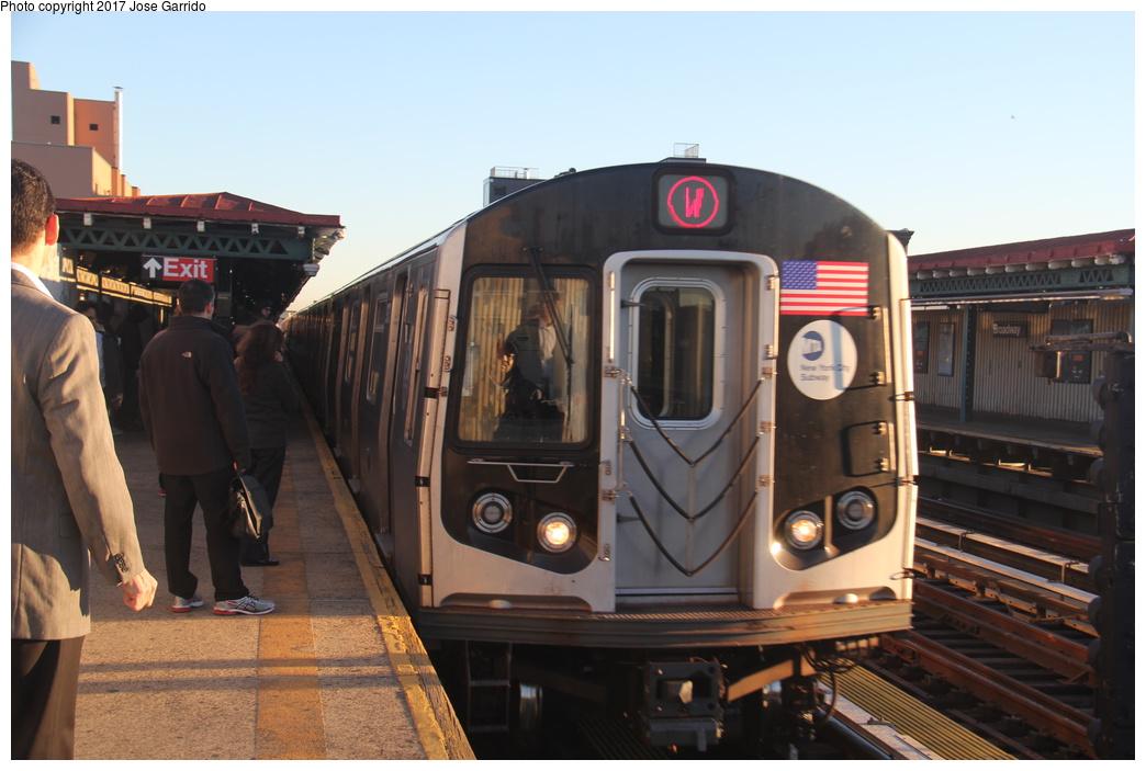 (264k, 1044x703)<br><b>Country:</b> United States<br><b>City:</b> New York<br><b>System:</b> New York City Transit<br><b>Line:</b> BMT Astoria Line<br><b>Location:</b> Broadway<br><b>Route:</b> W<br><b>Car:</b> R-160B (Option 1) (Kawasaki, 2008-2009) 9173 <br><b>Photo by:</b> Jose Garrido<br><b>Date:</b> 11/8/2016<br><b>Viewed (this week/total):</b> 2 / 638