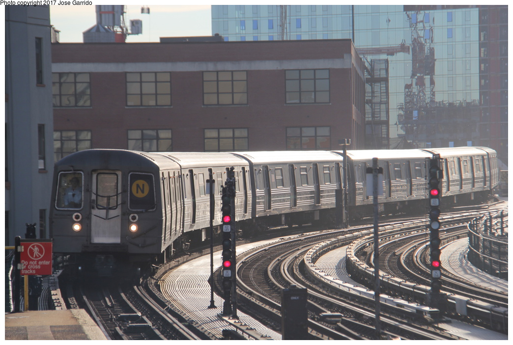 (310k, 1044x703)<br><b>Country:</b> United States<br><b>City:</b> New York<br><b>System:</b> New York City Transit<br><b>Line:</b> BMT Astoria Line<br><b>Location:</b> 39th/Beebe Aves.<br><b>Route:</b> N<br><b>Car:</b> R-68 (Westinghouse-Amrail, 1986-1988) 2914 <br><b>Photo by:</b> Jose Garrido<br><b>Date:</b> 11/8/2016<br><b>Viewed (this week/total):</b> 3 / 680