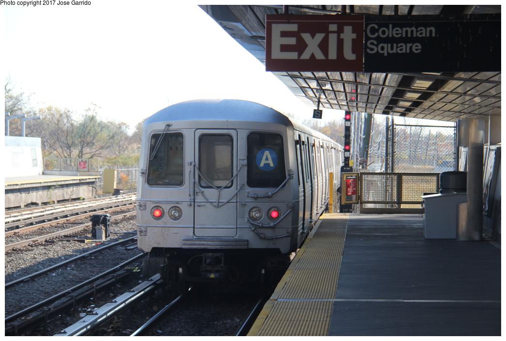 (290k, 1044x703)<br><b>Country:</b> United States<br><b>City:</b> New York<br><b>System:</b> New York City Transit<br><b>Line:</b> IND Rockaway Line<br><b>Location:</b> Howard Beach/JFK Airport<br><b>Route:</b> A<br><b>Car:</b> R-46 (Pullman-Standard, 1974-75) 6032 <br><b>Photo by:</b> Jose Garrido<br><b>Date:</b> 11/17/2016<br><b>Viewed (this week/total):</b> 4 / 767