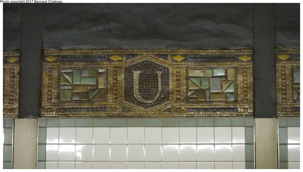 (228k, 1044x595)<br><b>Country:</b> United States<br><b>City:</b> New York<br><b>System:</b> New York City Transit<br><b>Line:</b> BMT Canarsie Line<br><b>Location:</b> Union Square<br><b>Photo by:</b> Bernard Chatreau<br><b>Date:</b> 4/8/2011<br><b>Viewed (this week/total):</b> 2 / 562