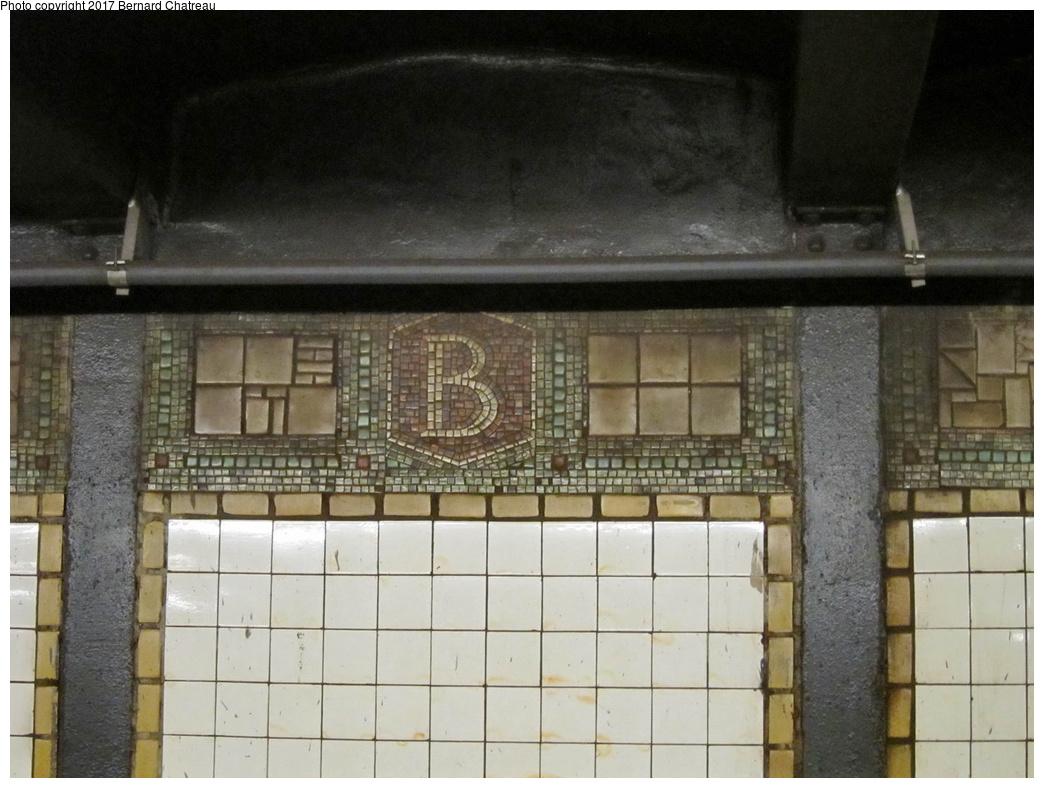 (286k, 1044x788)<br><b>Country:</b> United States<br><b>City:</b> New York<br><b>System:</b> New York City Transit<br><b>Line:</b> BMT Canarsie Line<br><b>Location:</b> Bedford Avenue<br><b>Photo by:</b> Bernard Chatreau<br><b>Date:</b> 4/17/2011<br><b>Viewed (this week/total):</b> 1 / 732