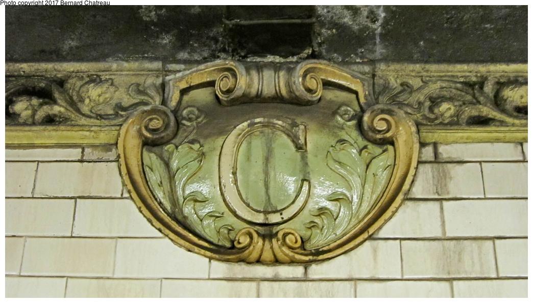 (256k, 1044x595)<br><b>Country:</b> United States<br><b>City:</b> New York<br><b>System:</b> New York City Transit<br><b>Line:</b> IRT East Side Line<br><b>Location:</b> Canal Street<br><b>Photo by:</b> Bernard Chatreau<br><b>Date:</b> 10/4/2011<br><b>Viewed (this week/total):</b> 1 / 626