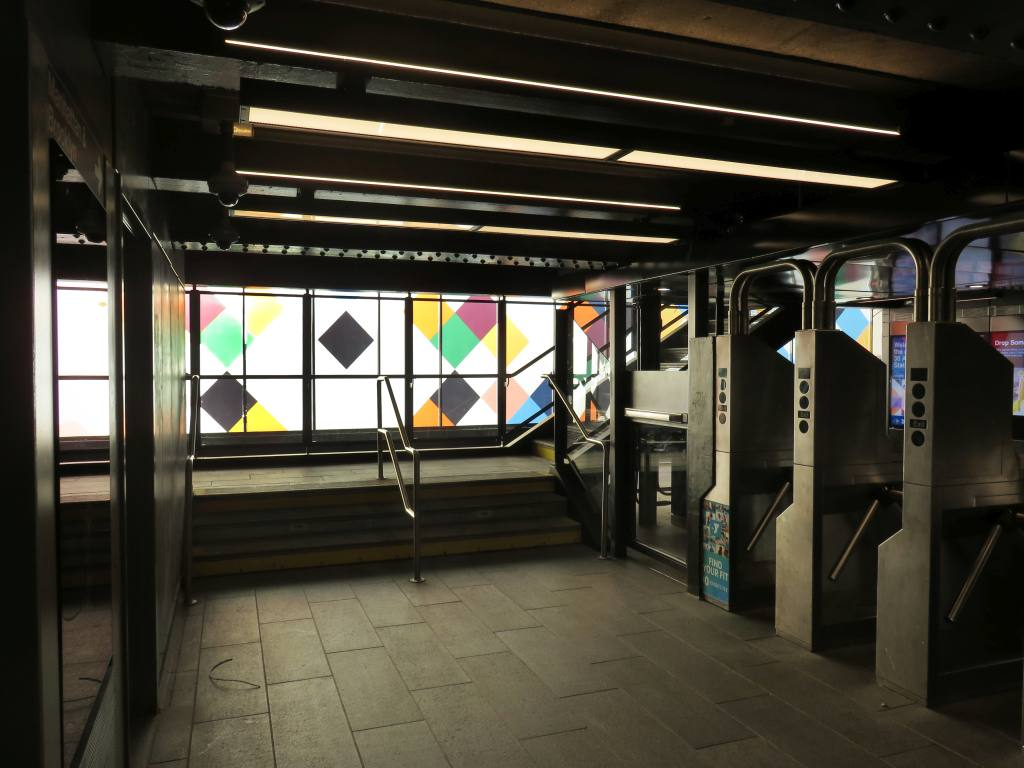 (102k, 1024x768)<br><b>Country:</b> United States<br><b>City:</b> New York<br><b>System:</b> New York City Transit<br><b>Line:</b> BMT Astoria Line<br><b>Location:</b> 30th/Grand Aves.<br><b>Photo by:</b> Robbie Rosenfeld<br><b>Date:</b> 6/26/2018<br><b>Artwork:</b> <i>Perasma I and II</i>, Stephen Westfall, 2018<br><b>Viewed (this week/total):</b> 0 / 708