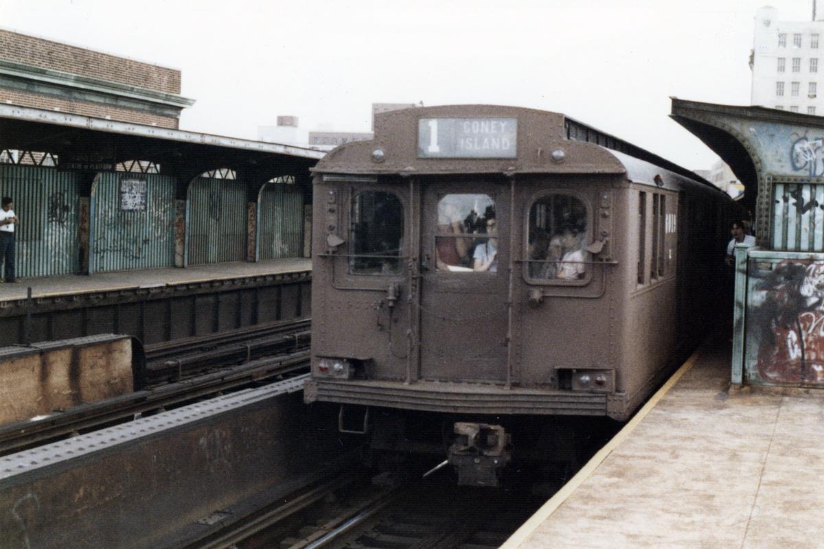 (521k, 1200x800)<br><b>Country:</b> United States<br><b>City:</b> New York<br><b>System:</b> New York City Transit<br><b>Line:</b> BMT Nassau Street-Jamaica Line<br><b>Location:</b> 160th Street (Demolished)<br><b>Car:</b> BMT D-Type Triplex  <br><b>Collection of:</b> Nicholas Fabrizio<br><b>Date:</b> 9/1/1977<br><b>Viewed (this week/total):</b> 0 / 448