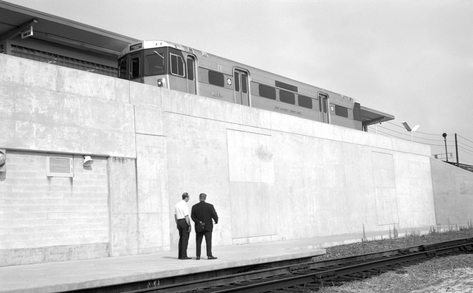 (399k, 1600x990)<br><b>Country:</b> United States<br><b>City:</b> Philadelphia, PA<br><b>System:</b> PATCO<br><b>Location:</b> Lindenwold<br><b>Car:</b> PATCO 105 <br><b>Photo by:</b> Walter Broschart<br><b>Collection of:</b> David Pirmann<br><b>Date:</b> 1970<br><b>Viewed (this week/total):</b> 1 / 92