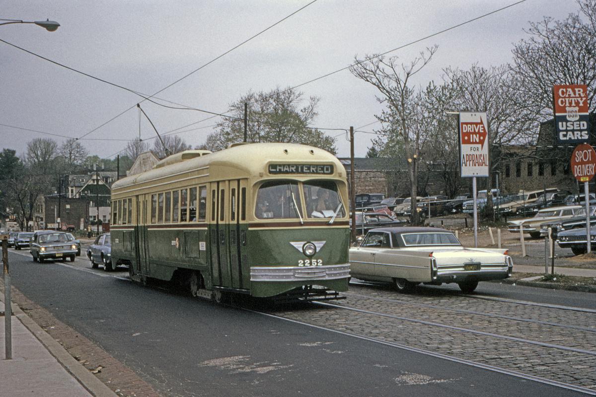 (609k, 1200x800)<br><b>Country:</b> United States<br><b>City:</b> Philadelphia, PA<br><b>System:</b> SEPTA (or Predecessor)<br><b>Route:</b> Fan Trip<br><b>Car:</b> PTC/SEPTA ex-Kansas City PCC (St.Louis, 1946) 2252 <br><b>Collection of:</b> David Pirmann<br><b>Date:</b> 5/2/1971<br><b>Viewed (this week/total):</b> 0 / 98