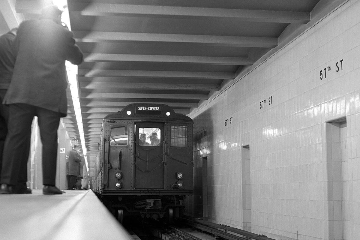 (302k, 1200x800)<br><b>Country:</b> United States<br><b>City:</b> New York<br><b>System:</b> New York City Transit<br><b>Line:</b> IND 6th Avenue Line<br><b>Location:</b> 57th Street<br><b>Route:</b> Fan Trip<br><b>Car:</b> Low-V (World's Fair)  <br><b>Collection of:</b> David Pirmann<br><b>Date:</b> 11/9/1968<br><b>Viewed (this week/total):</b> 0 / 354