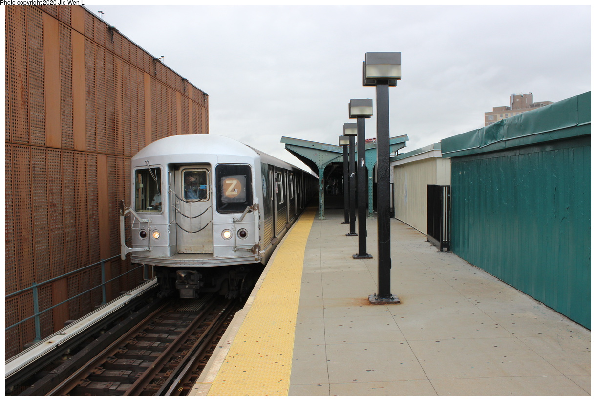 (374k, 1220x820)<br><b>Country:</b> United States<br><b>City:</b> New York<br><b>System:</b> New York City Transit<br><b>Line:</b> BMT Myrtle Avenue Line<br><b>Location:</b> Wyckoff Avenue<br><b>Route:</b> J<br><b>Car:</b> R-42 (St. Louis, 1969-1970) 4805 <br><b>Photo by:</b> Jie Wen Li<br><b>Date:</b> 7/22/2018<br><b>Notes:</b> J to Metropolitan Ave. G.O.<br><b>Viewed (this week/total):</b> 1 / 312