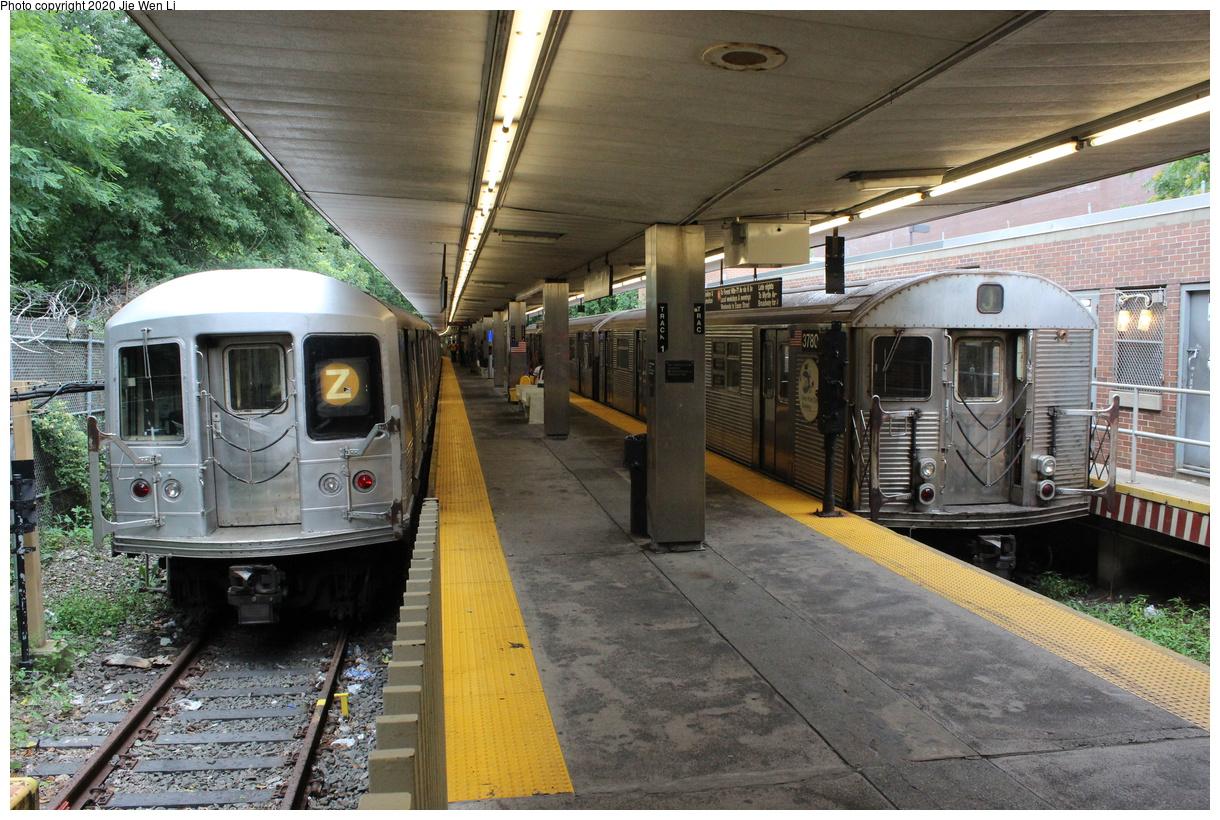 (516k, 1220x820)<br><b>Country:</b> United States<br><b>City:</b> New York<br><b>System:</b> New York City Transit<br><b>Line:</b> BMT Myrtle Avenue Line<br><b>Location:</b> Metropolitan Avenue<br><b>Route:</b> Z/J<br><b>Car:</b> R-42 (St. Louis, 1969-1970) 4805/3780 <br><b>Photo by:</b> Jie Wen Li<br><b>Date:</b> 7/22/2018<br><b>Notes:</b> J to Metropolitan Ave. G.O.<br><b>Viewed (this week/total):</b> 0 / 333