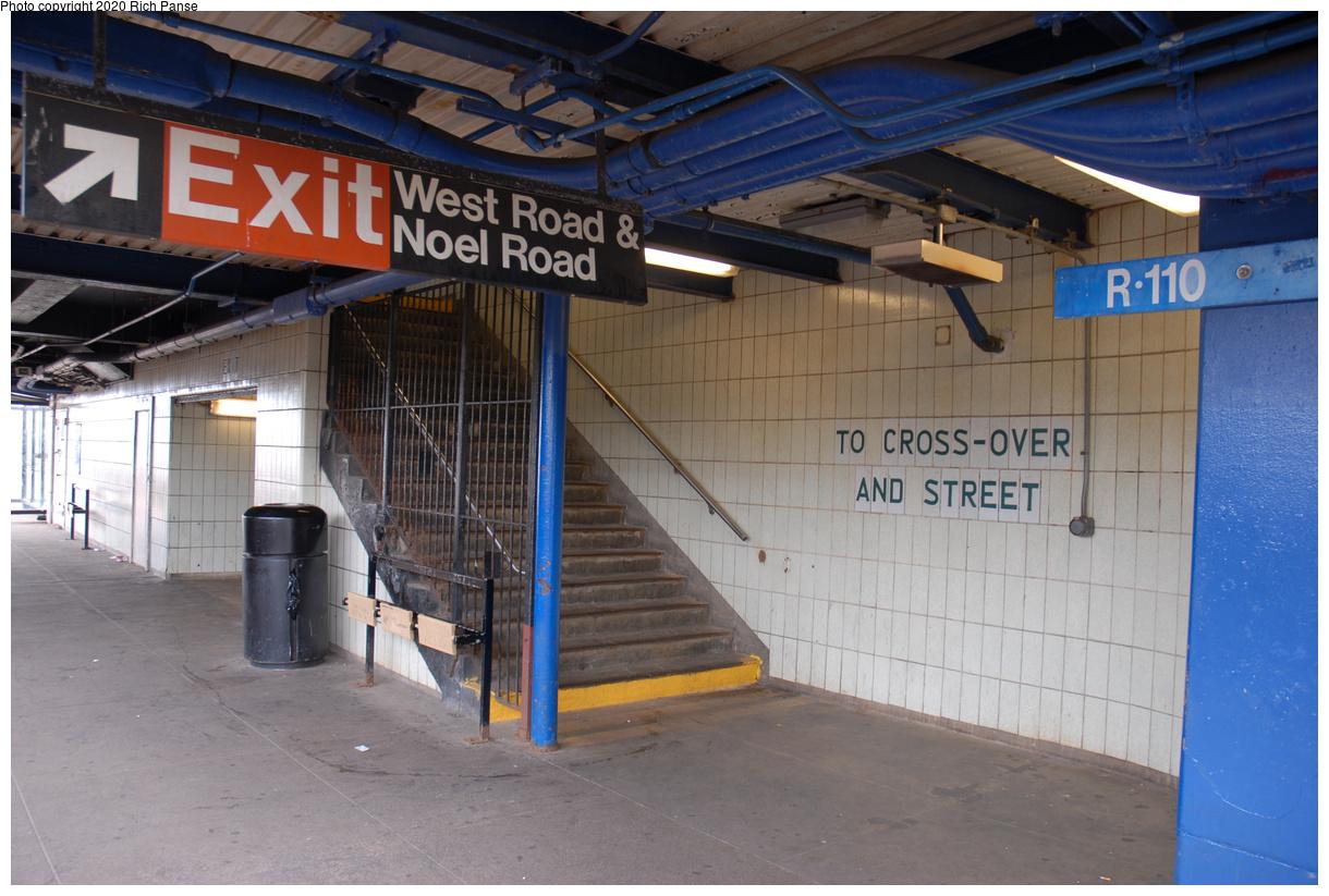 (393k, 1220x823)<br><b>Country:</b> United States<br><b>City:</b> New York<br><b>System:</b> New York City Transit<br><b>Line:</b> IND Rockaway Line<br><b>Location:</b> Broad Channel<br><b>Photo by:</b> Richard Panse<br><b>Date:</b> 6/17/2006<br><b>Viewed (this week/total):</b> 1 / 166