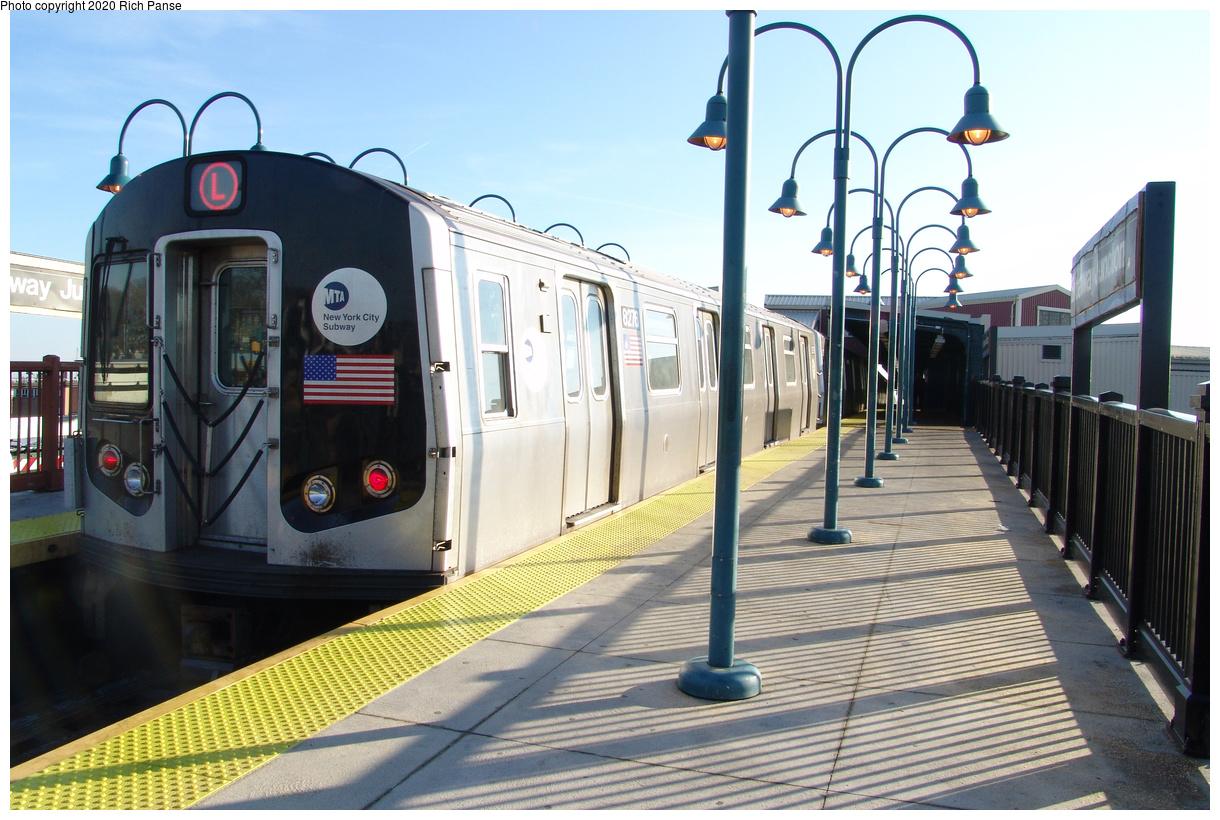(459k, 1220x820)<br><b>Country:</b> United States<br><b>City:</b> New York<br><b>System:</b> New York City Transit<br><b>Line:</b> BMT Canarsie Line<br><b>Location:</b> Broadway Junction<br><b>Route:</b> L<br><b>Car:</b> R-143 (Kawasaki, 2001-2002) 8276 <br><b>Photo by:</b> Richard Panse<br><b>Date:</b> 1/1/2005<br><b>Viewed (this week/total):</b> 2 / 300
