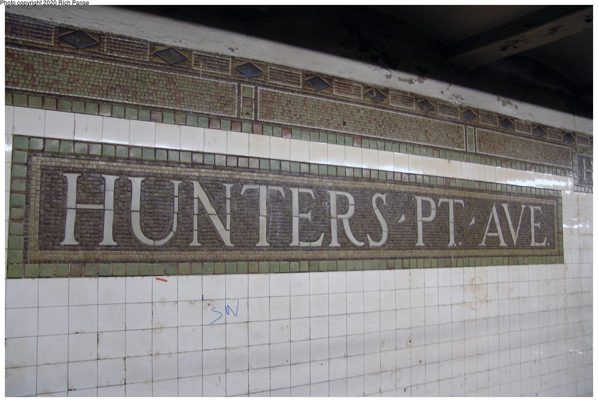(478k, 1220x820)<br><b>Country:</b> United States<br><b>City:</b> New York<br><b>System:</b> New York City Transit<br><b>Line:</b> IRT Flushing Line<br><b>Location:</b> Hunters Point Avenue<br><b>Photo by:</b> Richard Panse<br><b>Date:</b> 12/19/2004<br><b>Viewed (this week/total):</b> 0 / 73