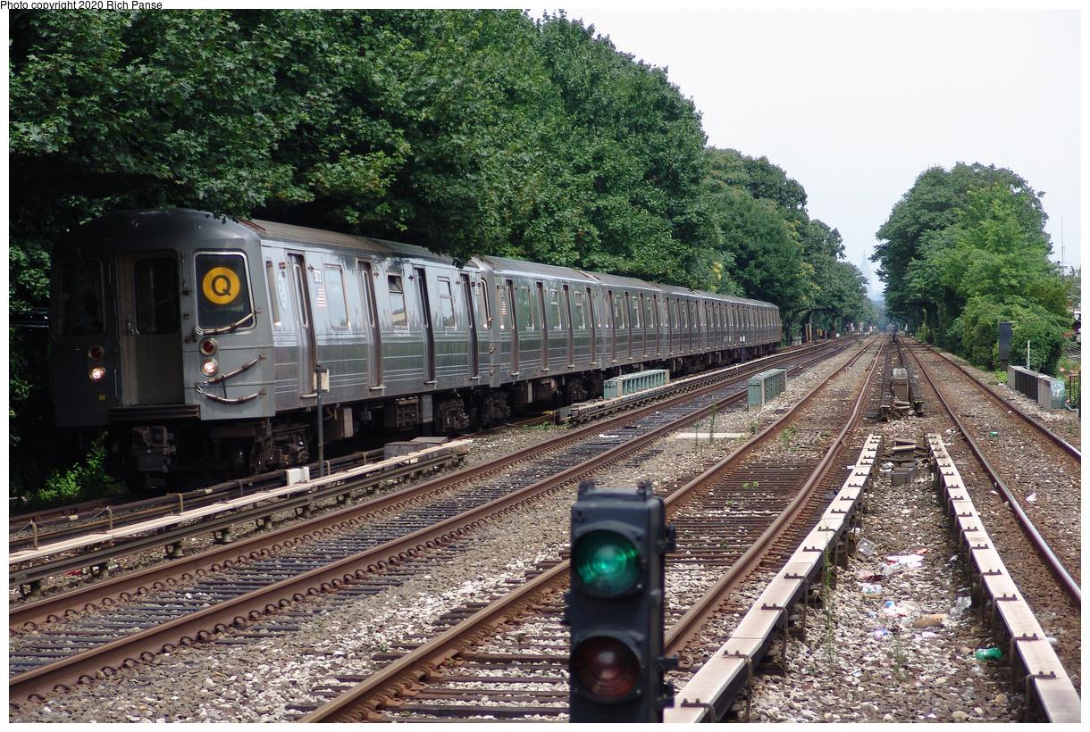(656k, 1220x820)<br><b>Country:</b> United States<br><b>City:</b> New York<br><b>System:</b> New York City Transit<br><b>Line:</b> BMT Brighton Line<br><b>Location:</b> Kings Highway<br><b>Route:</b> Q<br><b>Car:</b> R-68A (Kawasaki, 1988-1989) 5172 <br><b>Photo by:</b> Richard Panse<br><b>Date:</b> 7/25/2004<br><b>Viewed (this week/total):</b> 0 / 128