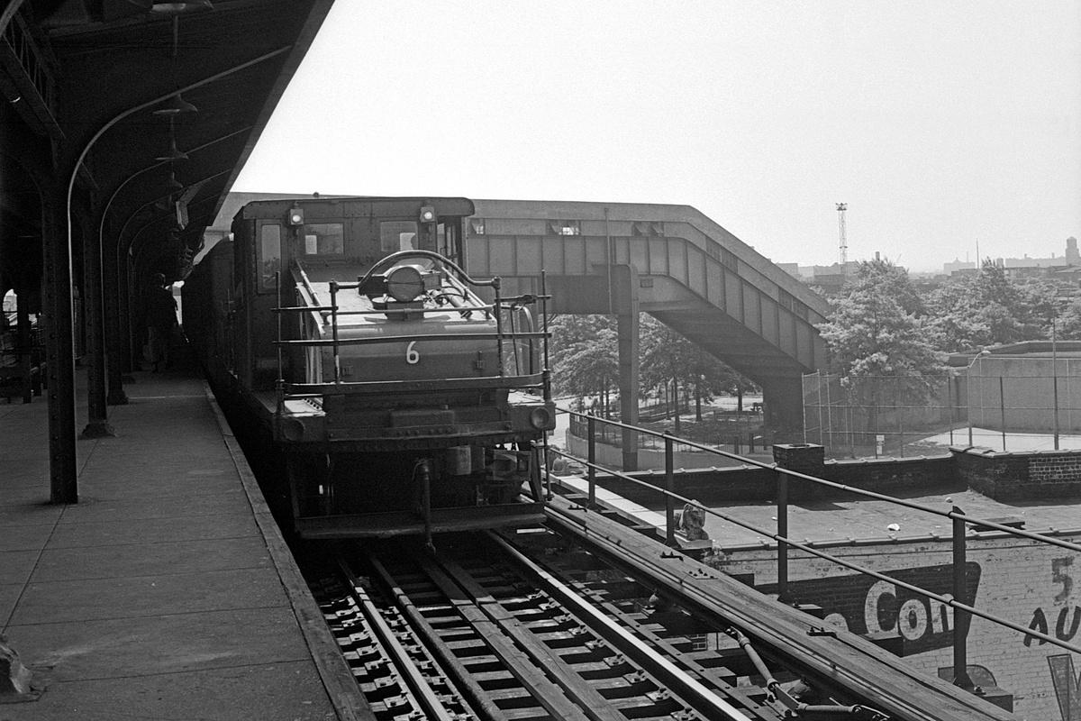(383k, 1200x800)<br><b>Country:</b> United States<br><b>City:</b> New York<br><b>System:</b> New York City Transit<br><b>Line:</b> BMT Nassau Street-Jamaica Line<br><b>Location:</b> Broadway/East New York (Broadway Junction)<br><b>Route:</b> Fan Trip<br><b>Car:</b> SBK Steeplecab 6 <br><b>Collection of:</b> David Pirmann<br><b>Date:</b> 8/23/1969<br><b>Viewed (this week/total):</b> 2 / 234