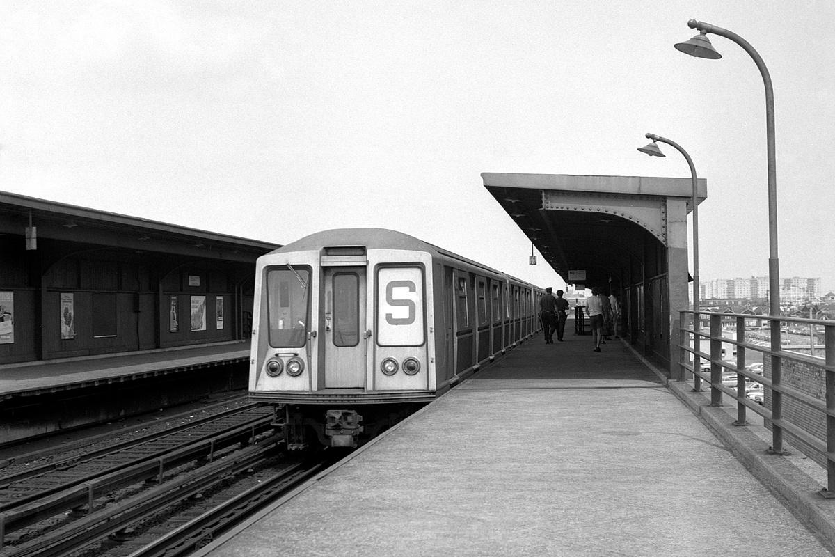 (372k, 1200x800)<br><b>Country:</b> United States<br><b>City:</b> New York<br><b>System:</b> New York City Transit<br><b>Line:</b> IND Rockaway Line<br><b>Location:</b> Beach 105th Street/Seaside<br><b>Route:</b> S<br><b>Car:</b> R-40 (St. Louis, 1968)  <br><b>Collection of:</b> David Pirmann<br><b>Date:</b> 8/9/1969<br><b>Viewed (this week/total):</b> 3 / 310