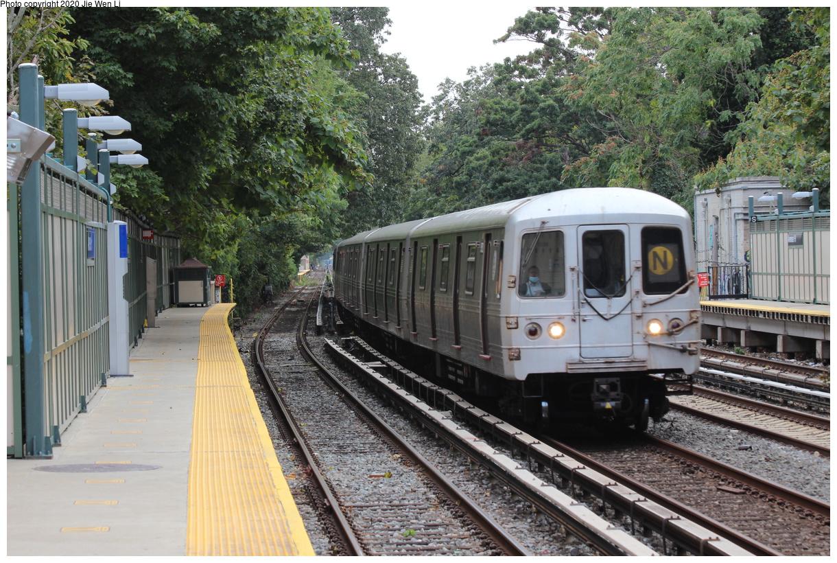 (545k, 1220x820)<br><b>Country:</b> United States<br><b>City:</b> New York<br><b>System:</b> New York City Transit<br><b>Line:</b> BMT Brighton Line<br><b>Location:</b> Avenue H<br><b>Route:</b> N<br><b>Car:</b> R-46 (Pullman-Standard, 1974-75) 5752 <br><b>Photo by:</b> Jie Wen Li<br><b>Date:</b> 10/10/2020<br><b>Notes:</b> Weekend reroute.<br><b>Viewed (this week/total):</b> 9 / 190