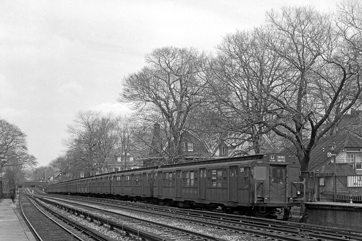 (504k, 1200x800)<br><b>Country:</b> United States<br><b>City:</b> New York<br><b>System:</b> New York City Transit<br><b>Line:</b> BMT Brighton Line<br><b>Location:</b> Avenue H<br><b>Route:</b> D<br><b>Car:</b> R-4 (American Car & Foundry, 1932-1933) 589 <br><b>Collection of:</b> David Pirmann<br><b>Date:</b> 4/4/1970<br><b>Viewed (this week/total):</b> 2 / 198