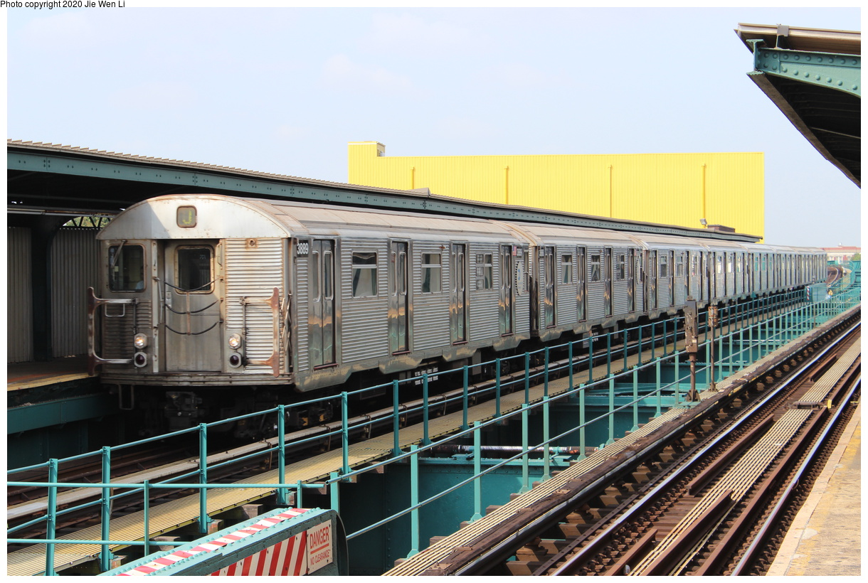 (450k, 1220x820)<br><b>Country:</b> United States<br><b>City:</b> New York<br><b>System:</b> New York City Transit<br><b>Line:</b> BMT Nassau Street-Jamaica Line<br><b>Location:</b> 121st Street<br><b>Route:</b> J<br><b>Car:</b> R-32 (Budd, 1964) 3889 <br><b>Photo by:</b> Jie Wen Li<br><b>Date:</b> 8/24/2015<br><b>Viewed (this week/total):</b> 0 / 160