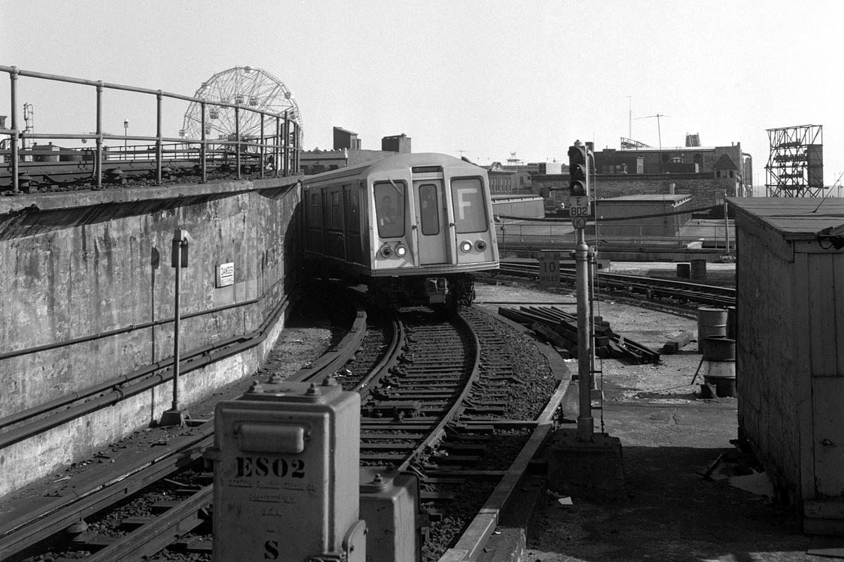 (398k, 1200x800)<br><b>Country:</b> United States<br><b>City:</b> New York<br><b>System:</b> New York City Transit<br><b>Location:</b> Coney Island/Stillwell Avenue<br><b>Route:</b> F<br><b>Car:</b> R-40 (St. Louis, 1968)  <br><b>Collection of:</b> David Pirmann<br><b>Date:</b> 4/6/1968<br><b>Viewed (this week/total):</b> 0 / 502
