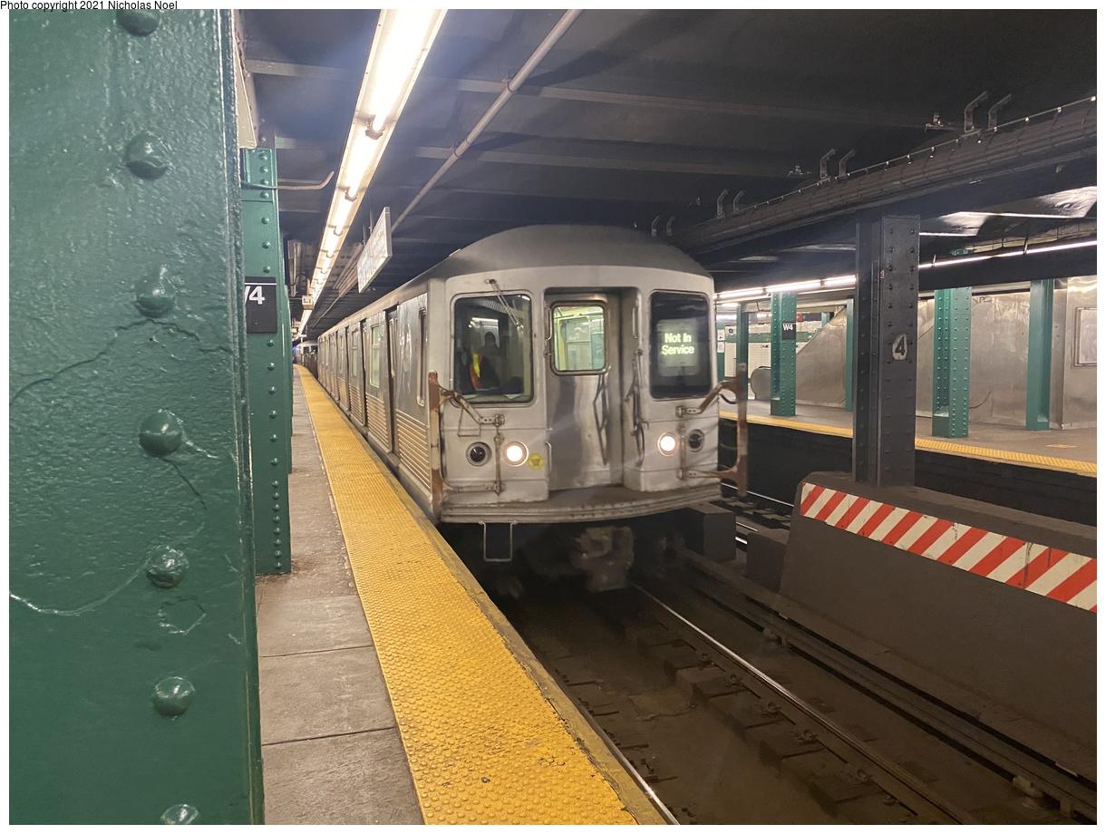 (394k, 1220x920)<br><b>Country:</b> United States<br><b>City:</b> New York<br><b>System:</b> New York City Transit<br><b>Line:</b> IND 6th Avenue Line<br><b>Location:</b> West 4th Street/Washington Square<br><b>Route:</b> Work Service<br><b>Car:</b> R-42 (St. Louis, 1969-1970) 4839 <br><b>Photo by:</b> Nicholas Noel<br><b>Date:</b> 11/19/2020<br><b>Viewed (this week/total):</b> 2 / 453