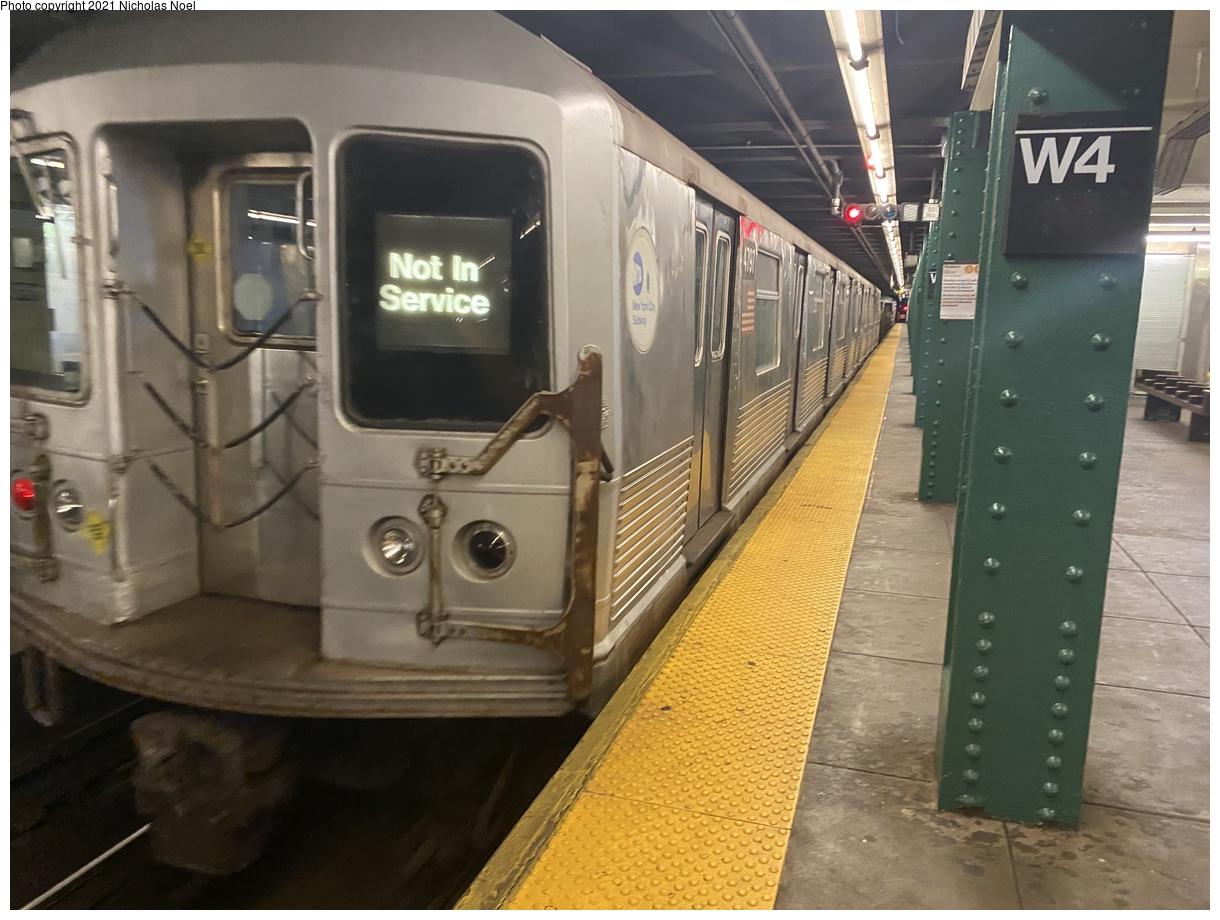(354k, 1220x920)<br><b>Country:</b> United States<br><b>City:</b> New York<br><b>System:</b> New York City Transit<br><b>Line:</b> IND 6th Avenue Line<br><b>Location:</b> West 4th Street/Washington Square<br><b>Route:</b> Work Service<br><b>Car:</b> R-42 (St. Louis, 1969-1970) 4797 <br><b>Photo by:</b> Nicholas Noel<br><b>Date:</b> 11/19/2020<br><b>Viewed (this week/total):</b> 1 / 433