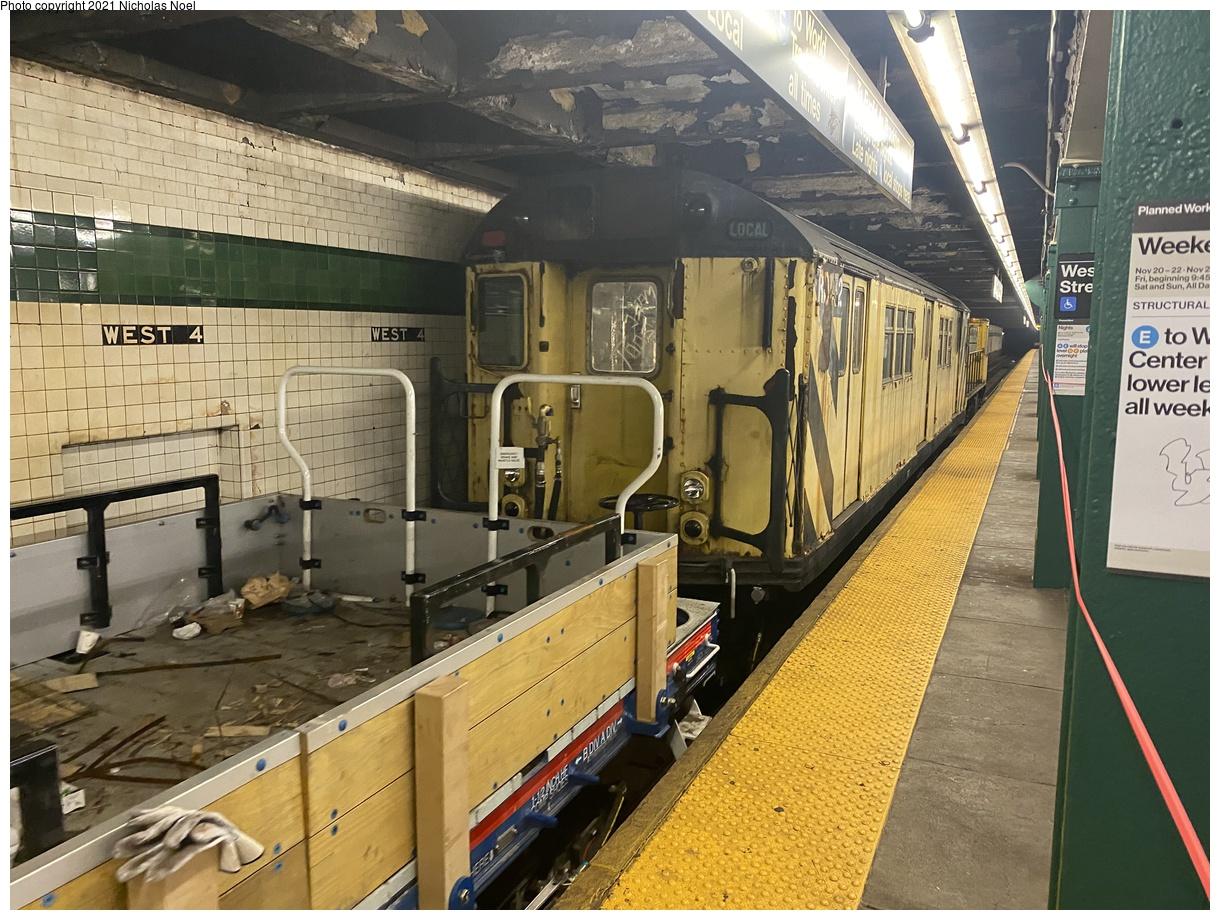 (461k, 1220x920)<br><b>Country:</b> United States<br><b>City:</b> New York<br><b>System:</b> New York City Transit<br><b>Line:</b> IND 8th Avenue Line<br><b>Location:</b> West 4th Street/Washington Square<br><b>Route:</b> Work Service<br><b>Car:</b> R-161 Rider Car (ex-R-33) RD432 <br><b>Photo by:</b> Nicholas Noel<br><b>Date:</b> 11/19/2020<br><b>Viewed (this week/total):</b> 0 / 325