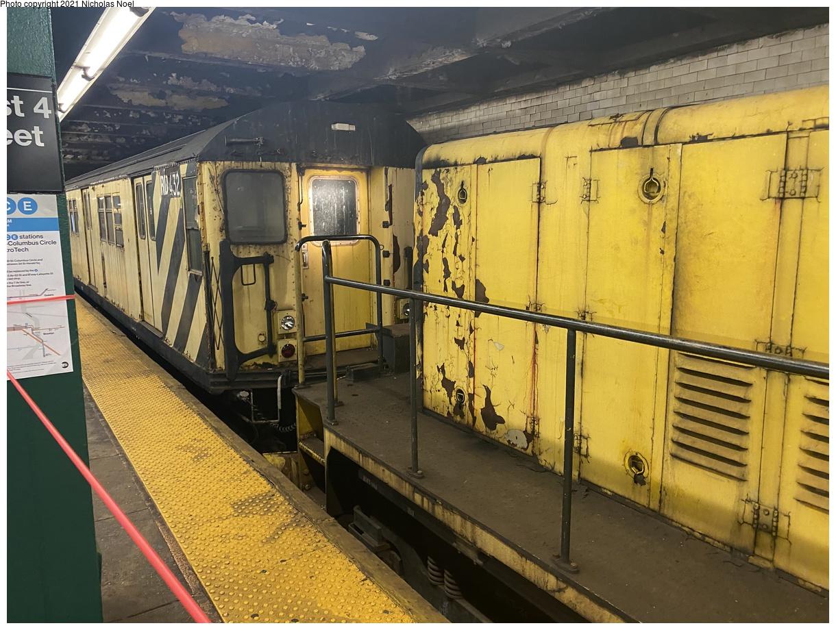 (441k, 1220x920)<br><b>Country:</b> United States<br><b>City:</b> New York<br><b>System:</b> New York City Transit<br><b>Line:</b> IND 8th Avenue Line<br><b>Location:</b> West 4th Street/Washington Square<br><b>Route:</b> Work Service<br><b>Car:</b> R-161 Rider Car (ex-R-33) RD432 <br><b>Photo by:</b> Nicholas Noel<br><b>Date:</b> 11/19/2020<br><b>Viewed (this week/total):</b> 1 / 297