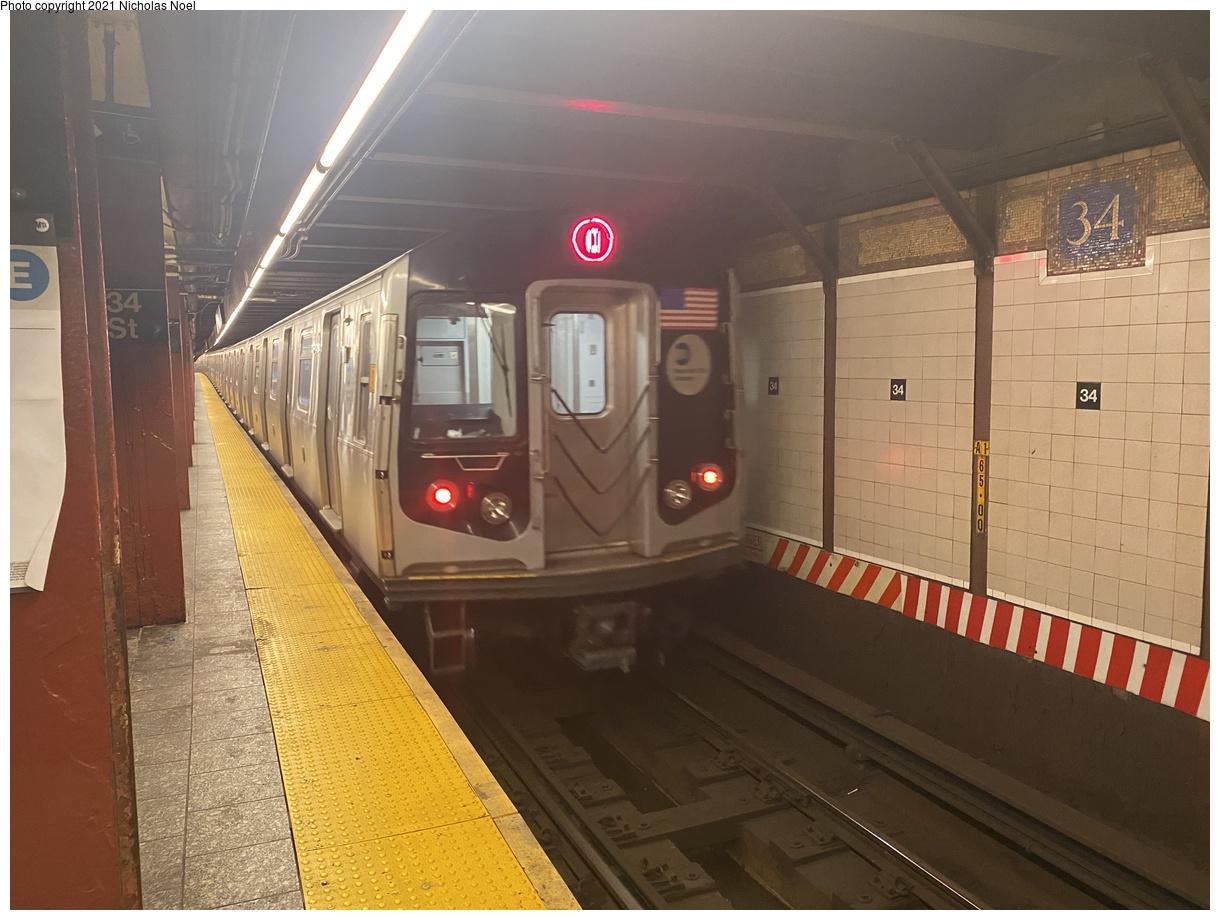 (348k, 1220x920)<br><b>Country:</b> United States<br><b>City:</b> New York<br><b>System:</b> New York City Transit<br><b>Line:</b> BMT Broadway Line<br><b>Location:</b> 34th Street/Herald Square<br><b>Route:</b> Q<br><b>Car:</b> R-160A/R-160B Series (Number Unknown)  <br><b>Photo by:</b> Nicholas Noel<br><b>Date:</b> 11/20/2020<br><b>Viewed (this week/total):</b> 5 / 437