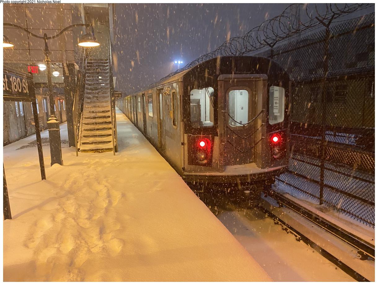 (450k, 1220x920)<br><b>Country:</b> United States<br><b>City:</b> New York<br><b>System:</b> New York City Transit<br><b>Line:</b> IRT White Plains Road Line<br><b>Location:</b> East 180th Street<br><b>Car:</b> R-142 (Primary Order, Bombardier, 1999-2002) 6481 <br><b>Photo by:</b> Nicholas Noel<br><b>Date:</b> 12/16/2020<br><b>Viewed (this week/total):</b> 0 / 593