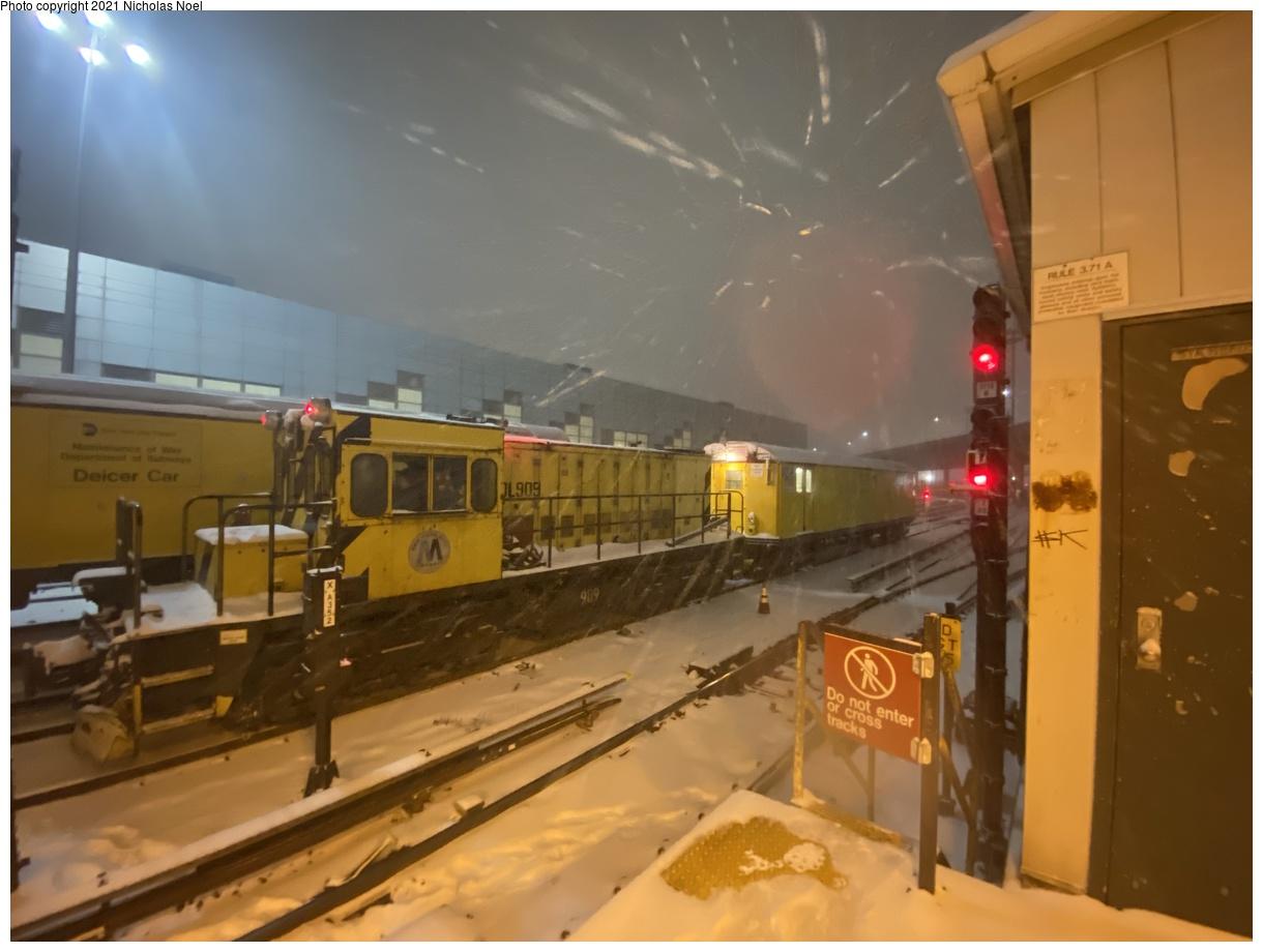 (257k, 1220x920)<br><b>Country:</b> United States<br><b>City:</b> New York<br><b>System:</b> New York City Transit<br><b>Location:</b> East 180th Street Yard<br><b>Route:</b> Work Service<br><b>Car:</b> R-120 Locomotive 909 <br><b>Photo by:</b> Nicholas Noel<br><b>Date:</b> 12/16/2020<br><b>Viewed (this week/total):</b> 3 / 370