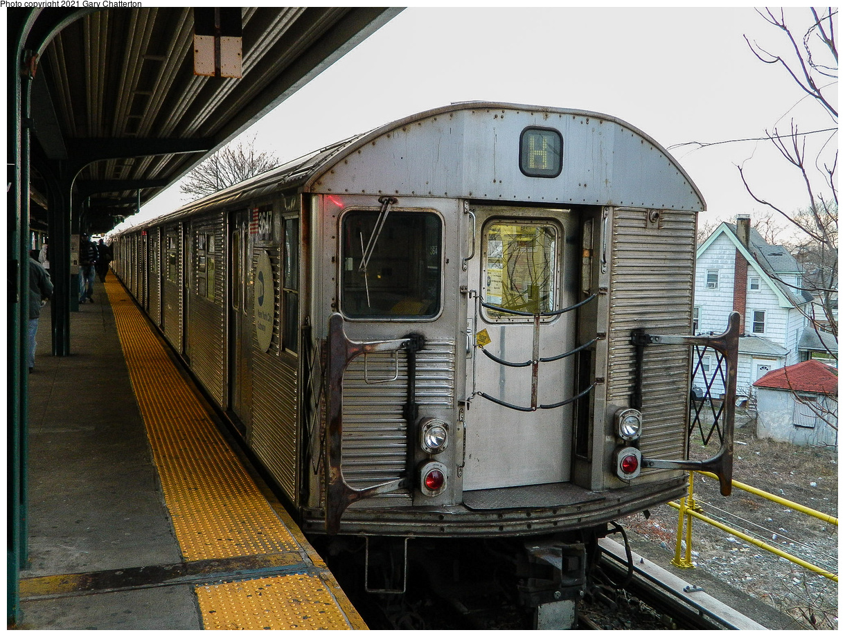 (638k, 1220x920)<br><b>Country:</b> United States<br><b>City:</b> New York<br><b>System:</b> New York City Transit<br><b>Line:</b> IND Rockaway Line<br><b>Location:</b> Mott Avenue/Far Rockaway<br><b>Route:</b> H<br><b>Car:</b> R-32 (Budd, 1964) 3647 <br><b>Photo by:</b> Gary Chatterton<br><b>Date:</b> 12/12/2012<br><b>Notes:</b> H-Hurricane Sandy Shuttle<br><b>Viewed (this week/total):</b> 0 / 142