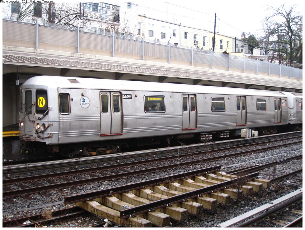 (550k, 1220x920)<br><b>Country:</b> United States<br><b>City:</b> New York<br><b>System:</b> New York City Transit<br><b>Line:</b> BMT Sea Beach Line<br><b>Location:</b> 20th Avenue<br><b>Route:</b> N<br><b>Car:</b> R-46 (Pullman-Standard, 1974-75) 5586 <br><b>Photo by:</b> Matthew Tanglao<br><b>Date:</b> 2/11/2020<br><b>Viewed (this week/total):</b> 0 / 178