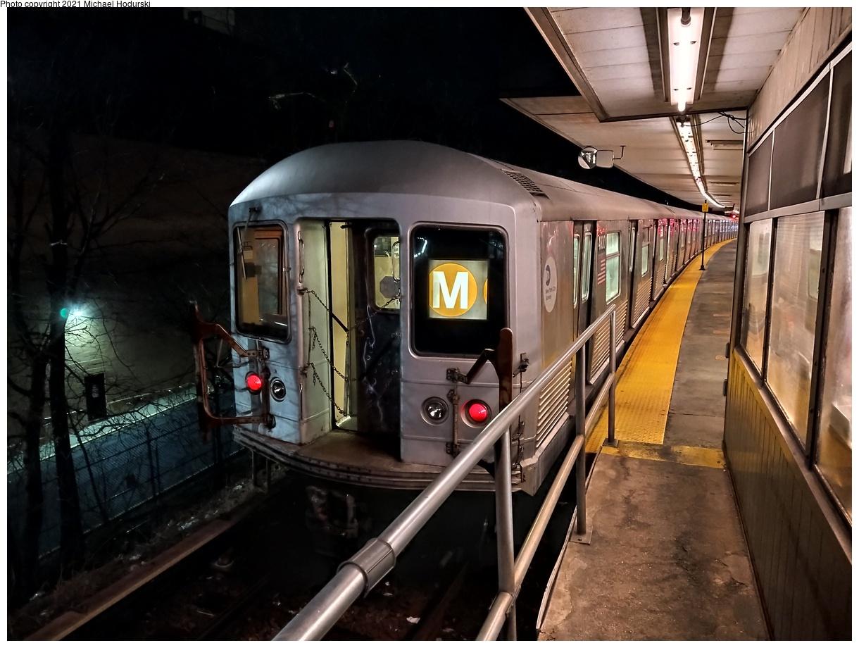 (520k, 1220x920)<br><b>Country:</b> United States<br><b>City:</b> New York<br><b>System:</b> New York City Transit<br><b>Line:</b> BMT Myrtle Avenue Line<br><b>Location:</b> Metropolitan Avenue<br><b>Route:</b> M<br><b>Car:</b> R-42 (St. Louis, 1969-1970) 4800 <br><b>Photo by:</b> Michael Hodurski<br><b>Date:</b> 1/28/2021<br><b>Viewed (this week/total):</b> 0 / 374