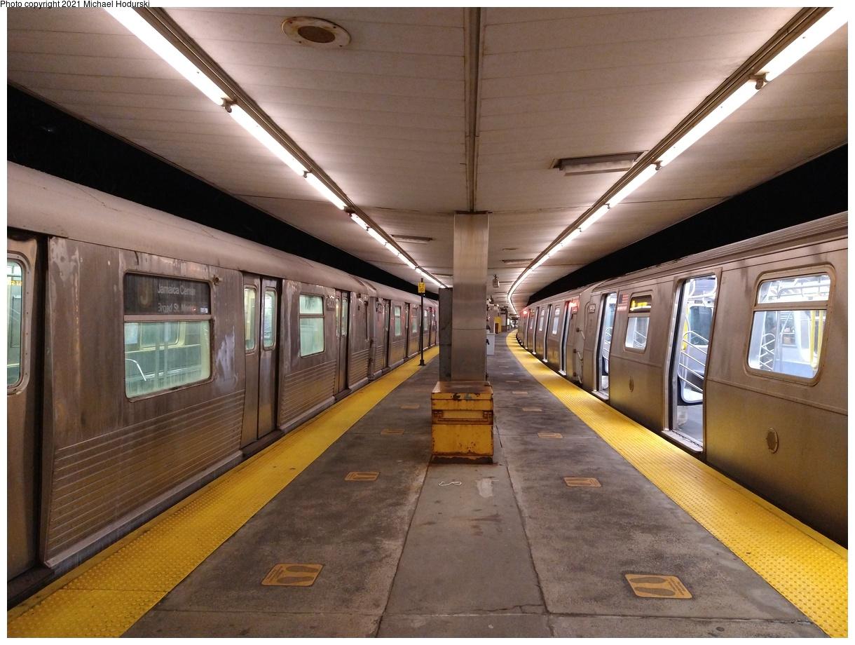 (548k, 1220x920)<br><b>Country:</b> United States<br><b>City:</b> New York<br><b>System:</b> New York City Transit<br><b>Line:</b> BMT Myrtle Avenue Line<br><b>Location:</b> Metropolitan Avenue<br><b>Route:</b> M<br><b>Car:</b> R-42 (St. Louis, 1969-1970) 4800 <br><b>Photo by:</b> Michael Hodurski<br><b>Date:</b> 1/28/2021<br><b>Viewed (this week/total):</b> 0 / 349