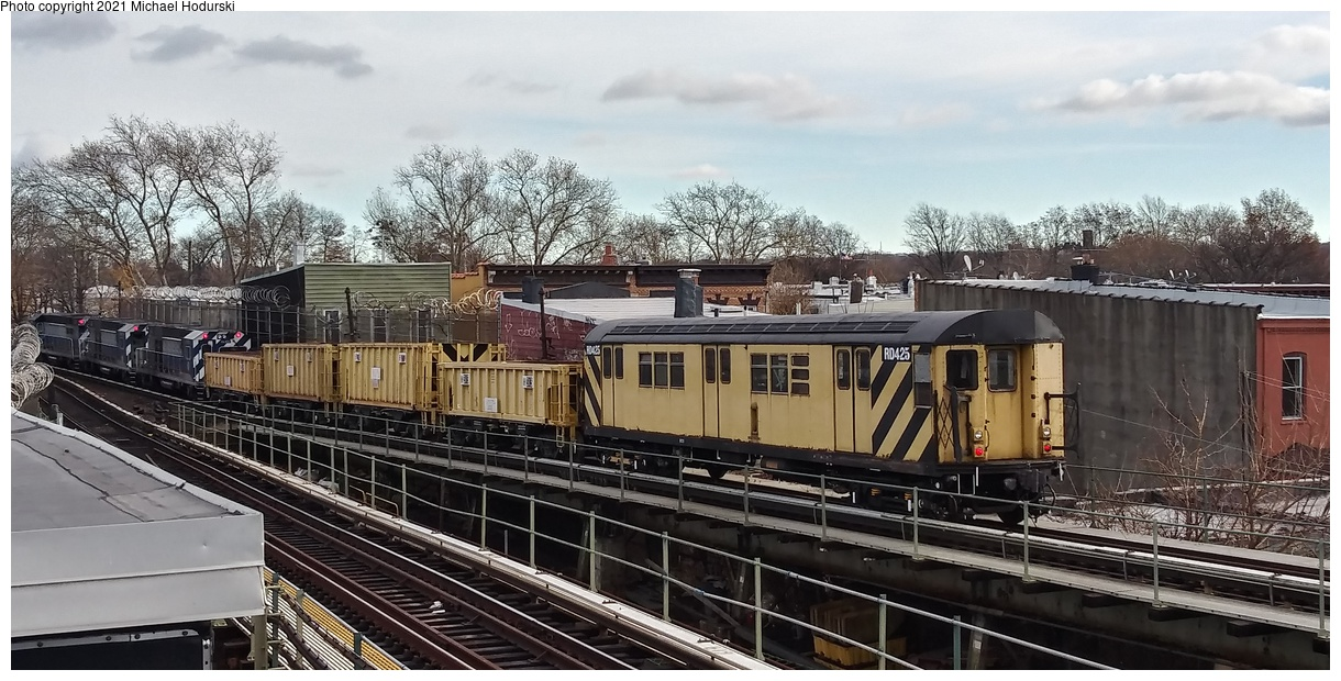 (396k, 1220x620)<br><b>Country:</b> United States<br><b>City:</b> New York<br><b>System:</b> New York City Transit<br><b>Line:</b> BMT Myrtle Avenue Line<br><b>Location:</b> Fresh Pond Road<br><b>Car:</b> R-161 Rider Car (ex-R-33) RD425 <br><b>Photo by:</b> Michael Hodurski<br><b>Date:</b> 11/25/2018<br><b>Viewed (this week/total):</b> 3 / 254