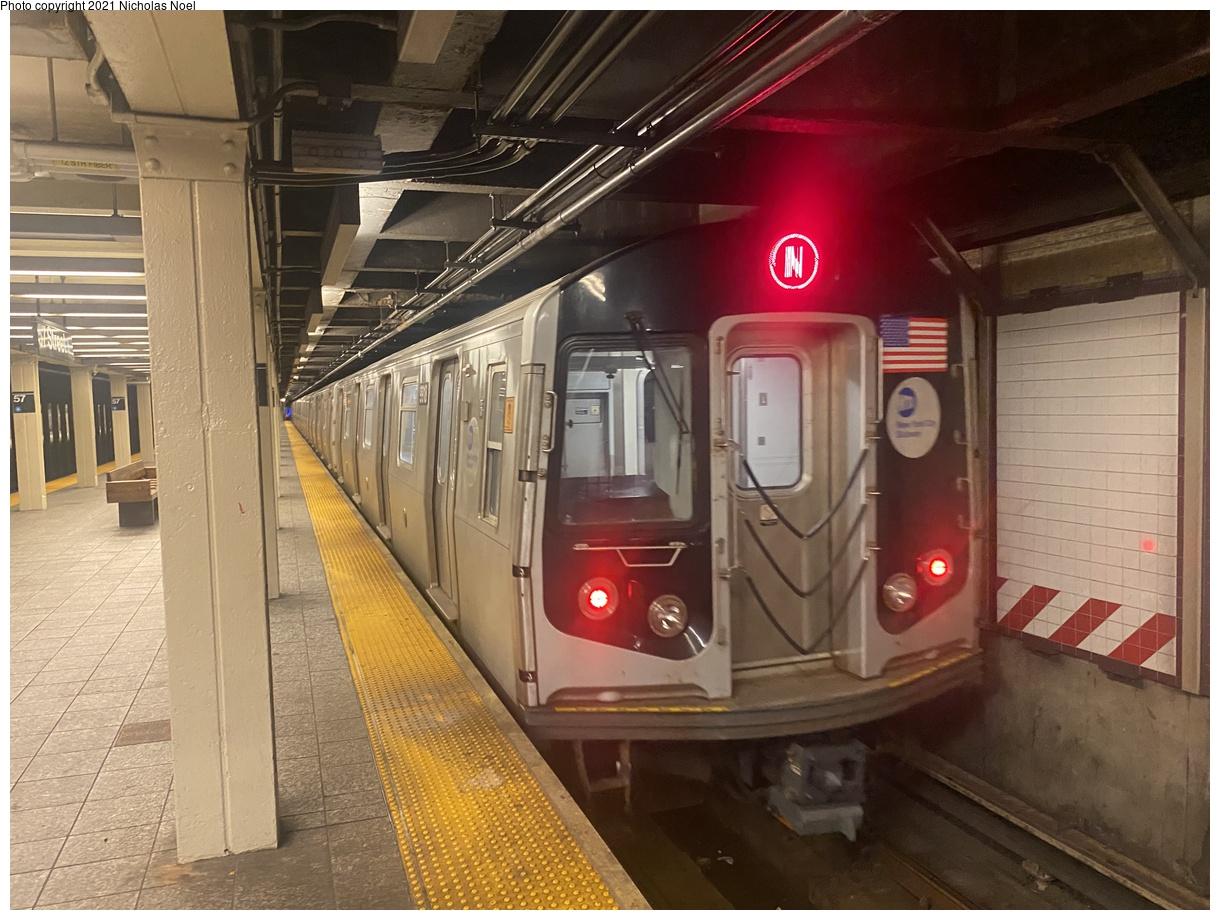 (392k, 1220x920)<br><b>Country:</b> United States<br><b>City:</b> New York<br><b>System:</b> New York City Transit<br><b>Line:</b> BMT Broadway Line<br><b>Location:</b> 57th Street<br><b>Route:</b> N<br><b>Car:</b> R-160B (Option 2) (Kawasaki, 2009) 9918 <br><b>Photo by:</b> Nicholas Noel<br><b>Date:</b> 8/31/2021<br><b>Viewed (this week/total):</b> 5 / 42