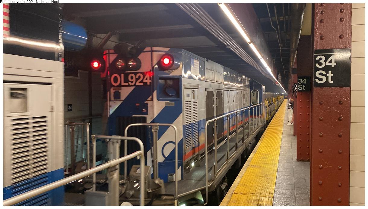 (335k, 1220x695)<br><b>Country:</b> United States<br><b>City:</b> New York<br><b>System:</b> New York City Transit<br><b>Line:</b> BMT Broadway Line<br><b>Location:</b> 34th Street/Herald Square<br><b>Route:</b> Work Service<br><b>Car:</b> R-156 Diesel-Electric Locomotive (MPI, 2012-2013) 924 <br><b>Photo by:</b> Nicholas Noel<br><b>Date:</b> 9/28/2021<br><b>Viewed (this week/total):</b> 7 / 38