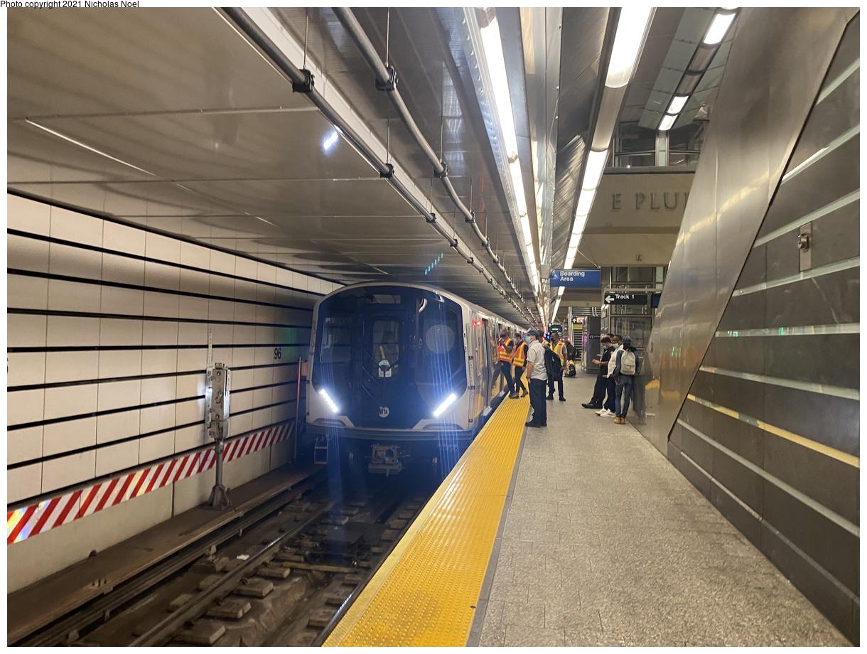 (396k, 1220x920)<br><b>Country:</b> United States<br><b>City:</b> New York<br><b>System:</b> New York City Transit<br><b>Line:</b> 2nd Avenue Subway<br><b>Location:</b> 96th Street<br><b>Route:</b> Testing<br><b>Car:</b> R-211 (Kawasaki, 2021-) 4060 <br><b>Photo by:</b> Nicholas Noel<br><b>Date:</b> 9/29/2021<br><b>Viewed (this week/total):</b> 9 / 63
