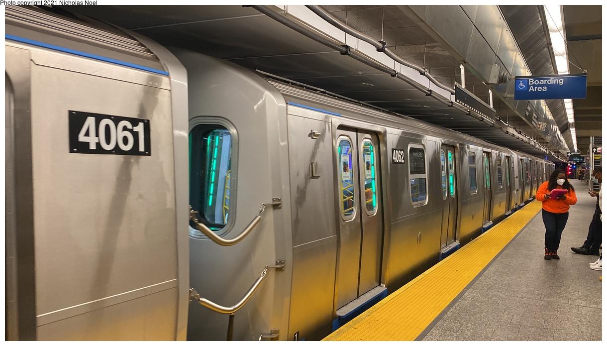 (301k, 1220x695)<br><b>Country:</b> United States<br><b>City:</b> New York<br><b>System:</b> New York City Transit<br><b>Line:</b> 2nd Avenue Subway<br><b>Location:</b> 96th Street<br><b>Route:</b> Testing<br><b>Car:</b> R-211 (Kawasaki, 2021-) 4062 <br><b>Photo by:</b> Nicholas Noel<br><b>Date:</b> 9/29/2021<br><b>Viewed (this week/total):</b> 8 / 44